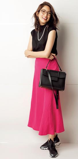 【9】黒ニット×フューシャピンクフレアスカート