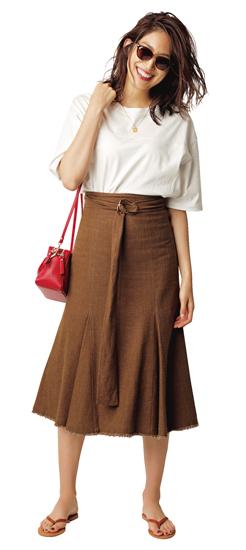 【10】茶フレアスカート×白Tシャツ
