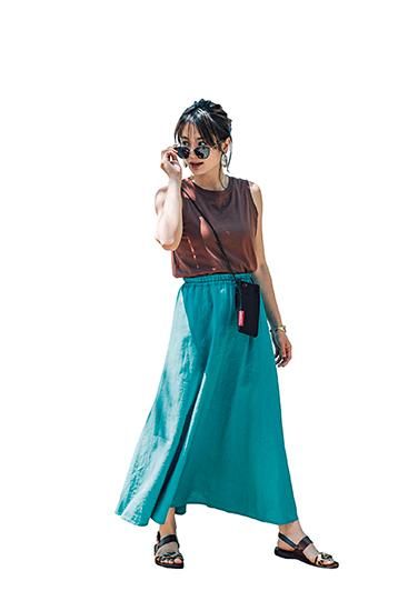 【10】茶カットソー×緑ロングスカート