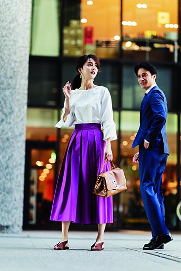 【10】白ブラウス×紫プリーツスカート