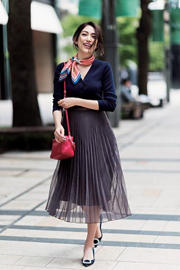 【6】青カーディガン×黒スカート