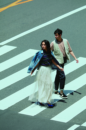【4】デニムジャケット×ボーダーポロシャツ×白ロングスカート
