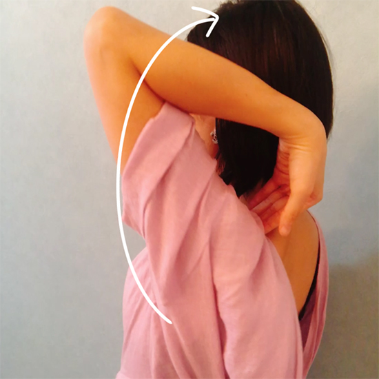 肩こりを解消する肩甲骨まわし