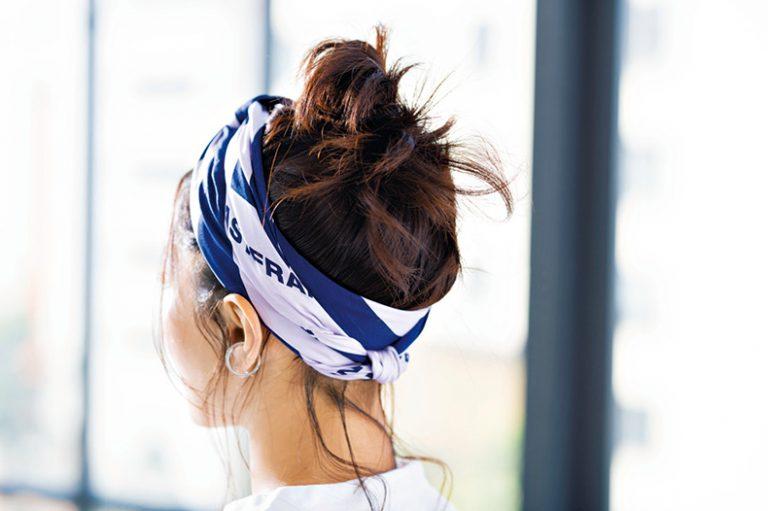 簡単!おくれ毛で差がつく、スカーフを使ったお団子ヘア