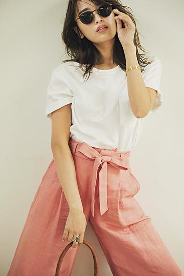 【7】Gapのメンズ白Tシャツ×ピンクパンツ