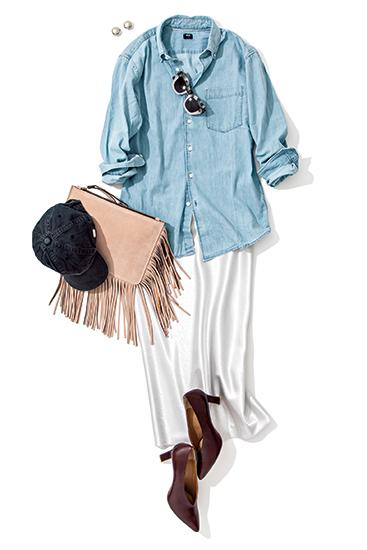 【2】デニムシャツ×白スカート×CA4LAの黒キャップ