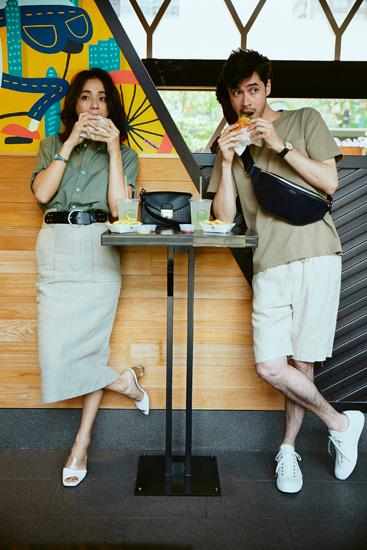 【8】カーキシャツ×ベージュタイトスカート