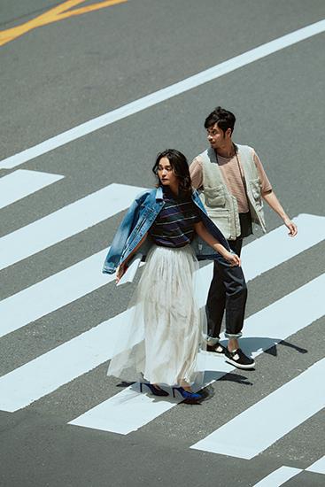 ポロシャツ×白チュールスカート×デニムジャケット