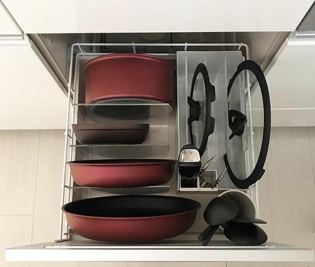 ボックスを使って調理グッズを収納