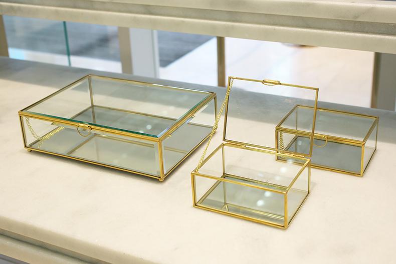 高級感のあるガラスBOX