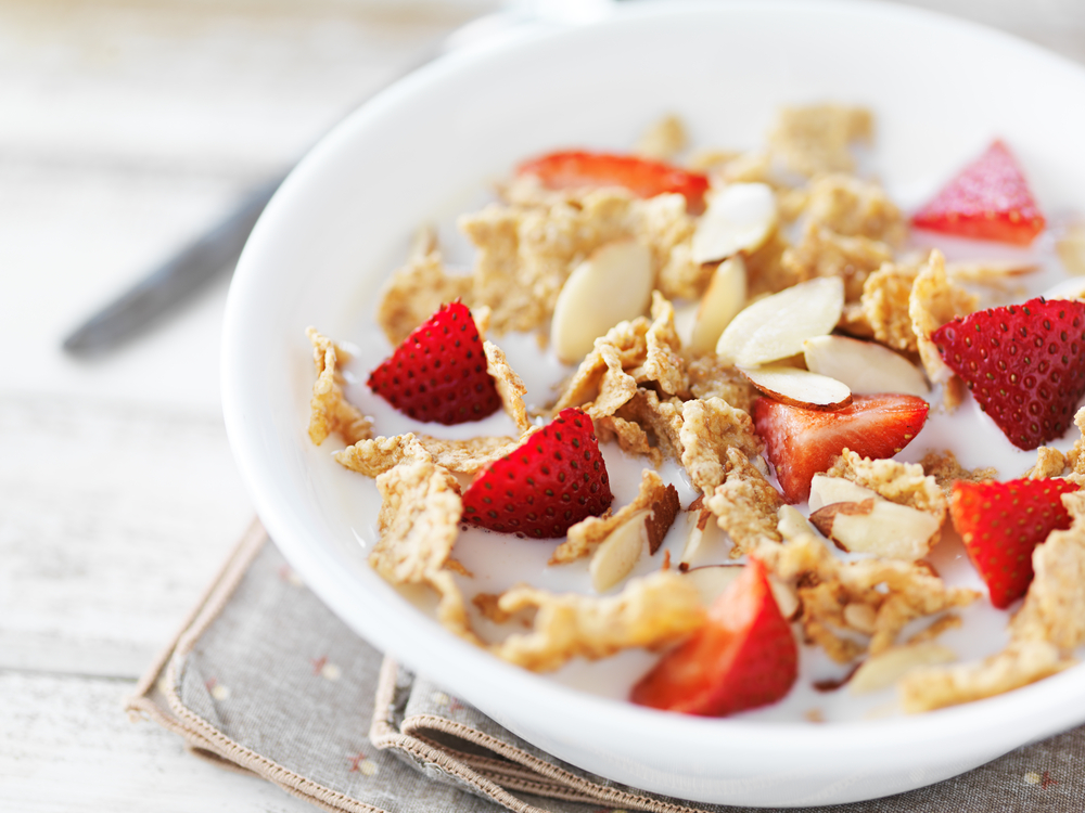 シリアル おすすめ 商品 コーンフレーク 食べ方 方法 アレンジ 混ぜる フルーツ 牛乳 ヨーグルト
