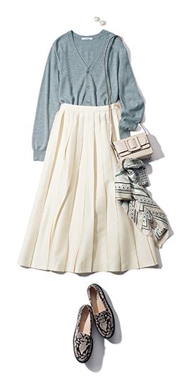 【5】グレーカーディガン×白プリーツスカート