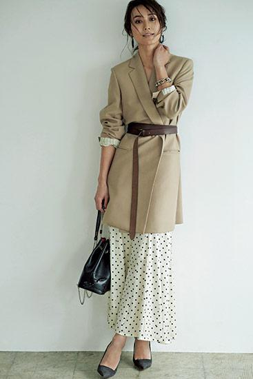 【4】ドットスカート×ベージュロングジャケット