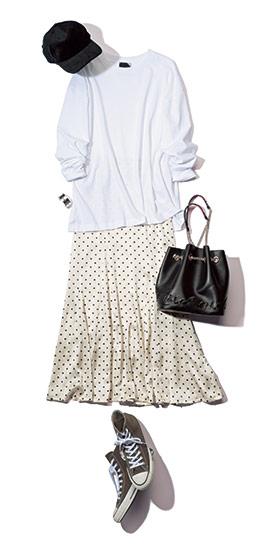 【1】白カットソー×ドットスカート