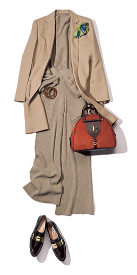 【2】ベージュジャケット×ベージュワイドパンツ×ベージュクルーネックセーター