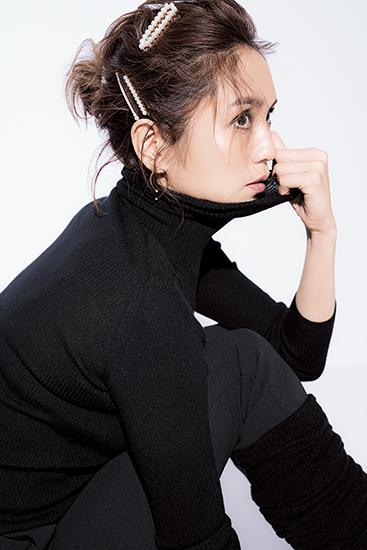 隔月・和田明日香『この秋、いつもの〝黒〟に+αするもの、教えてください!』