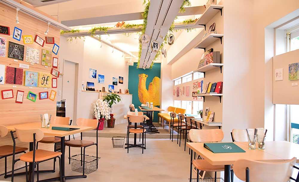 六本木 カフェ ランチ おすすめ おしゃれ 夜まで営業 電源 仕事 勉強 CAMELISH 店内 雰囲気
