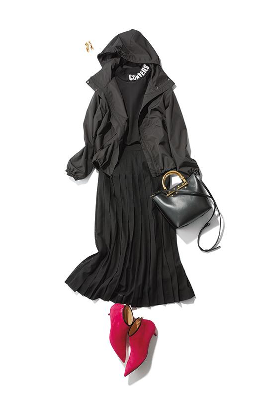 【3】黒ブルゾン×黒プリーツスカート×黒ショルダーバッグ