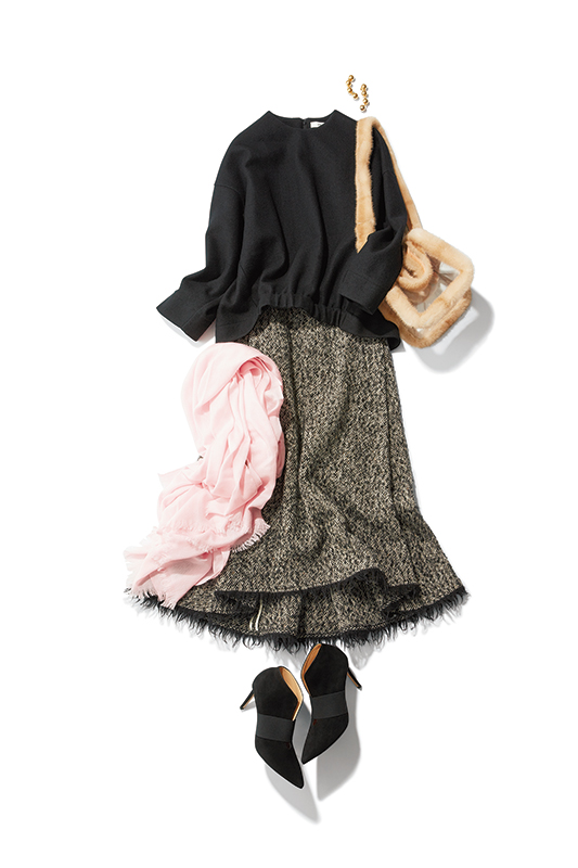 【3】黒カットソー×ツイードスカート×ロンハーマンのファーバッグ
