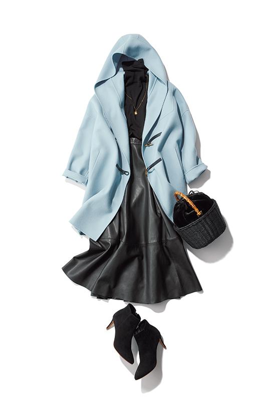【3】水色ダッフルコート×黒レザースカート×マルシェのカゴバッグ