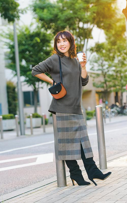 【2】グレーニット×チェック柄タイトスカート×黒ロングブーツ