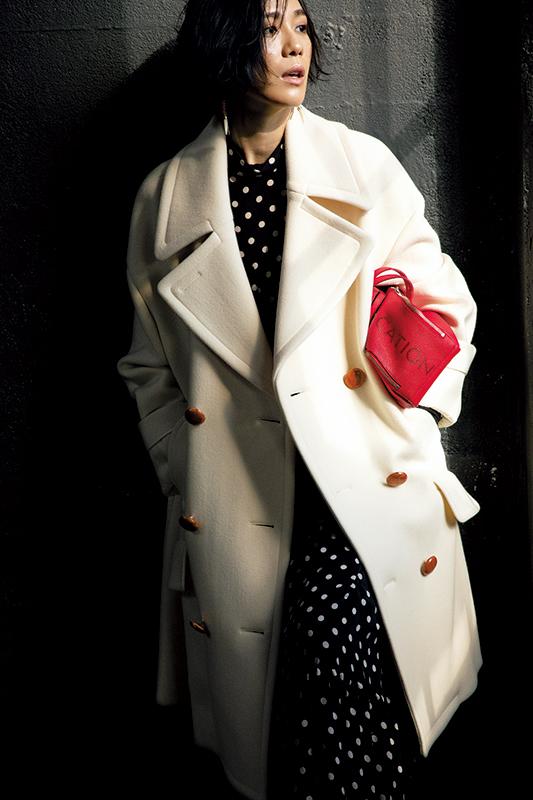 【2】白ビッグピーコート×ドット柄ブラウス×ドット柄スカート