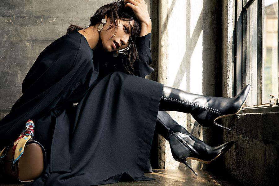【9】黒ワンピース×黒ブーツ