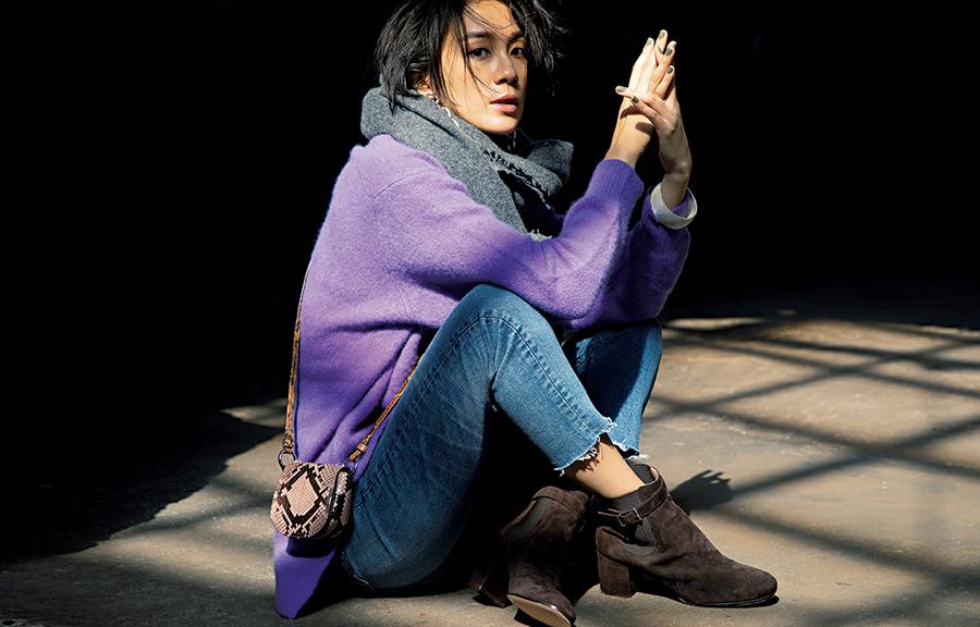 【9】紫ニット×デニムパンツ×茶色ブーツ