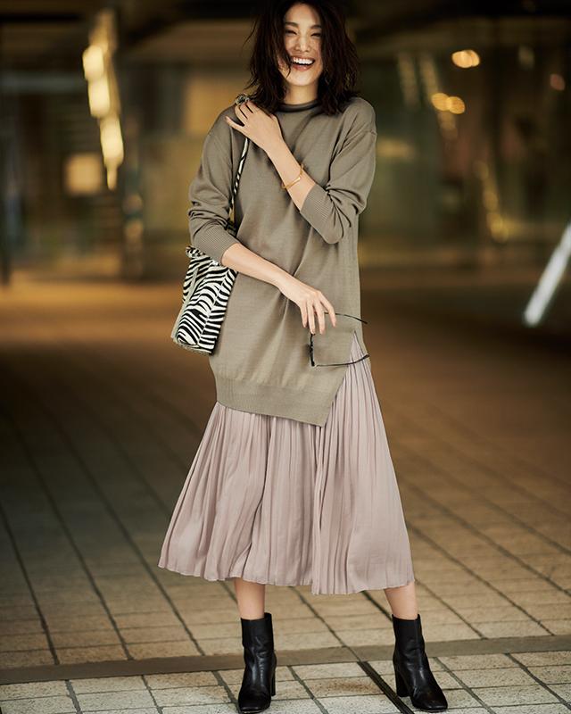 【1】ベージュロングニット×ピンクプリーツスカート×黒ショートブーツ