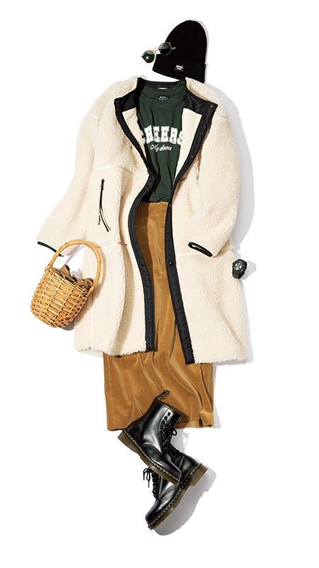 【2】白コート×グリーンTシャツ×キャメルコーデュロイスカート