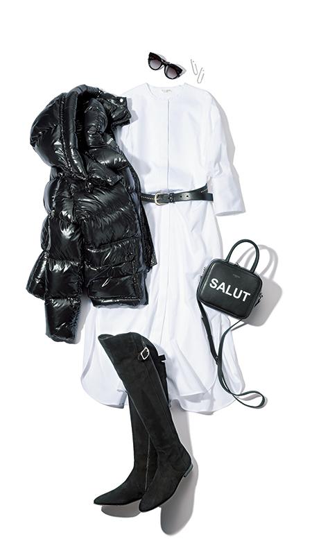 【7】黒ダウンジャケット×白ワンピース×ミチノのロゴバッグ