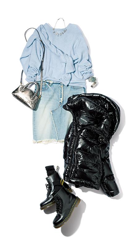 【7】水色ニット×デニムミニスカート×シルバーショルダーバッグ