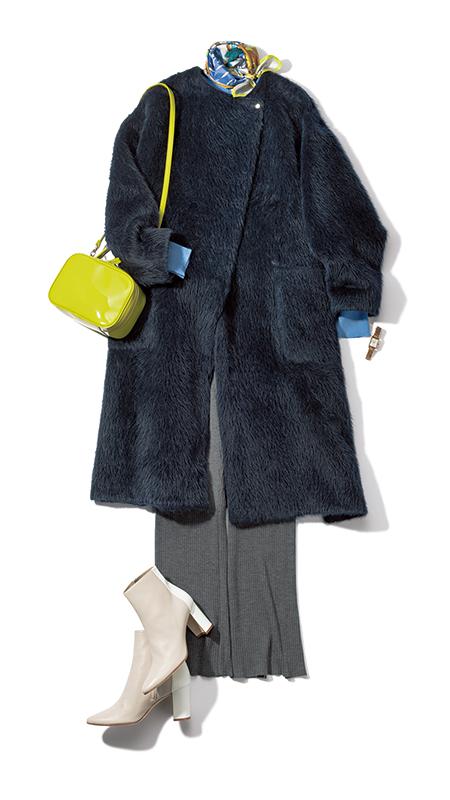 【6】ネイビーファーコート×グレーニットパンツ×イエローショルダーバッグ