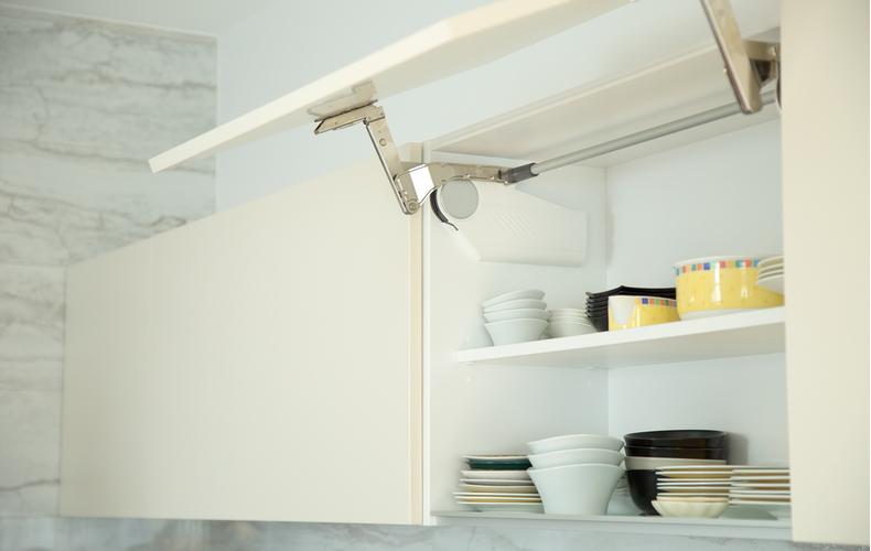 使用頻度の高い食器は取り出しやすい位置に