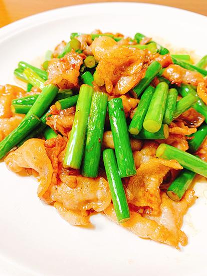 豚バラ肉とニンニクの芽の炒め物