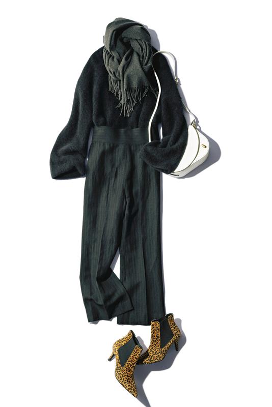 【4】黒ニット×黒パンツ×レオパード柄パンプス