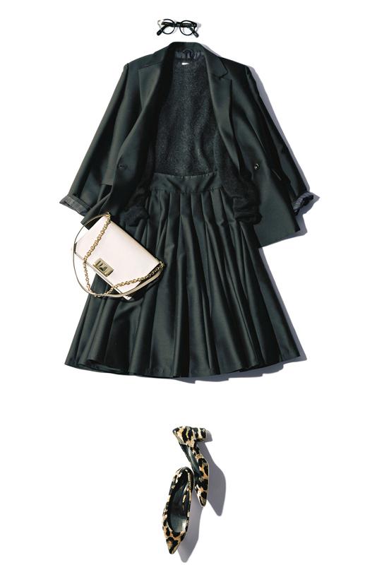 【7】黒ジャケット×黒ニット×黒スカート