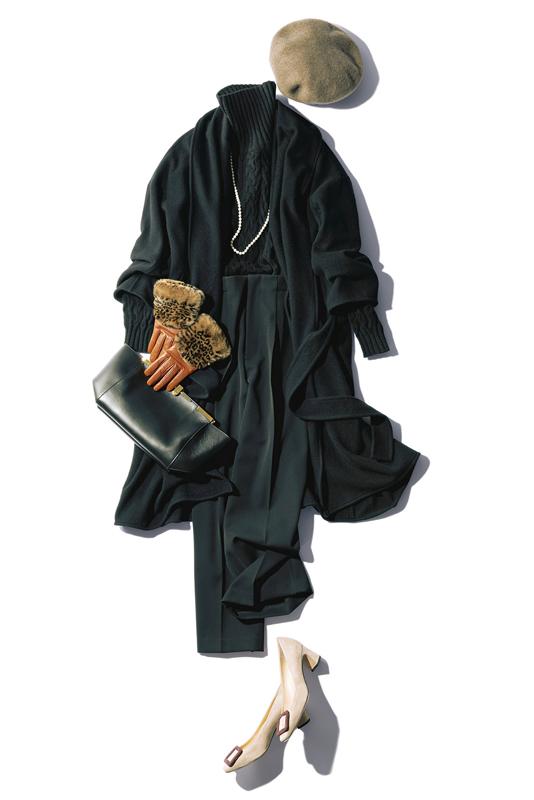 【1】黒コート×黒ニット×黒パンツ×ベージュベレー帽