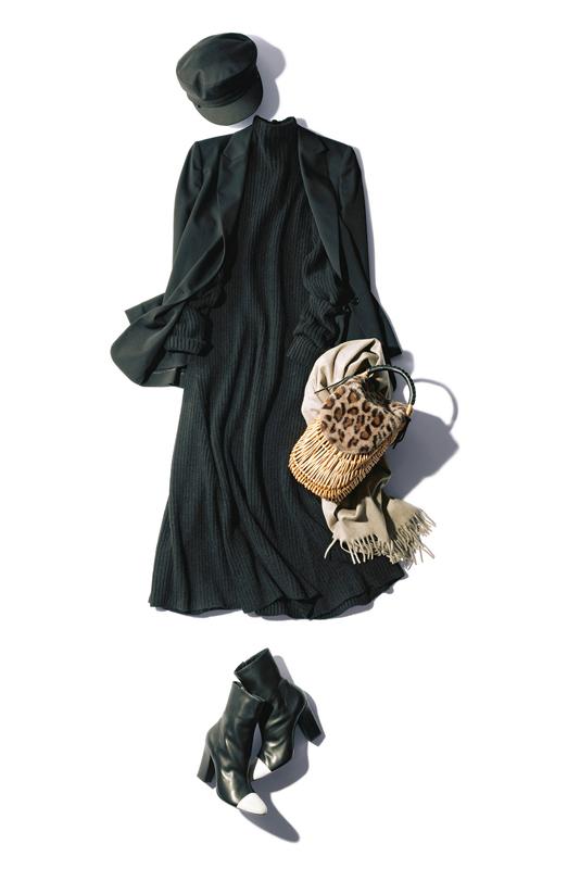 【1】黒ジャケット×黒ワンピース×黒ブーツ