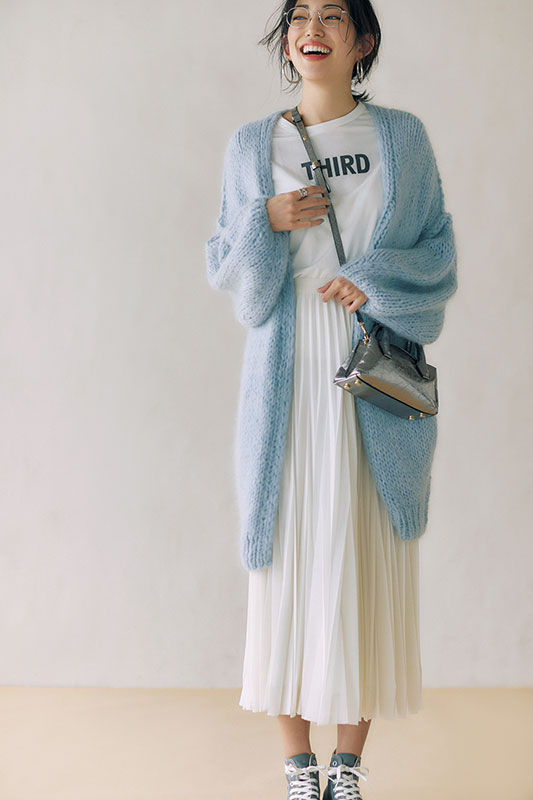 【2】水色ロングカーディガン×白Tシャツ×白スカート