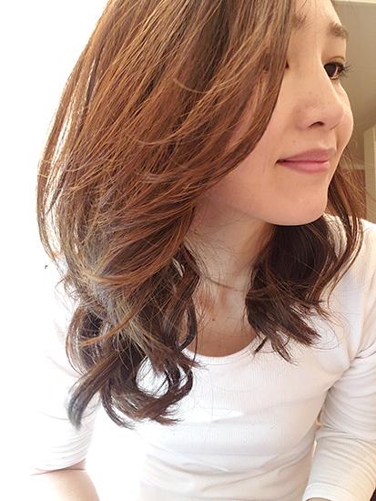 サロニアのコテを使ったふんわり巻き髪