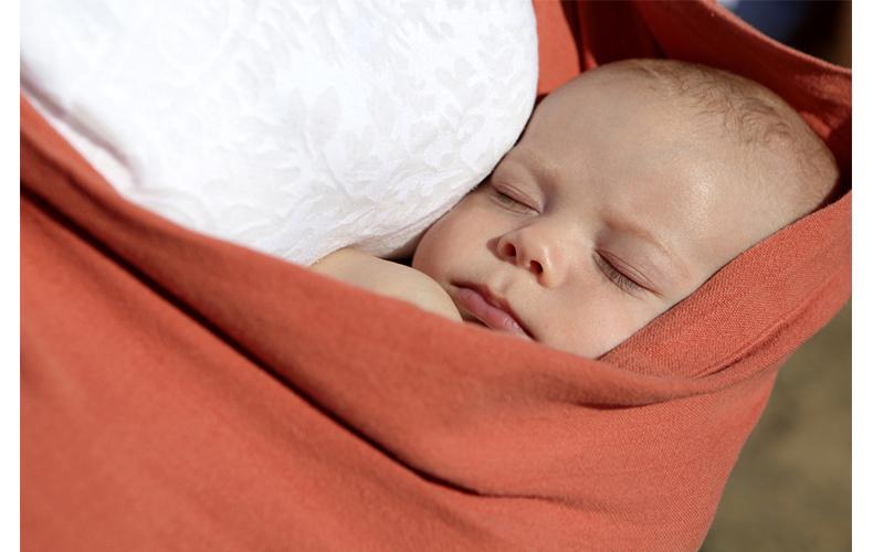 赤ちゃんに合った抱っこ紐を使う