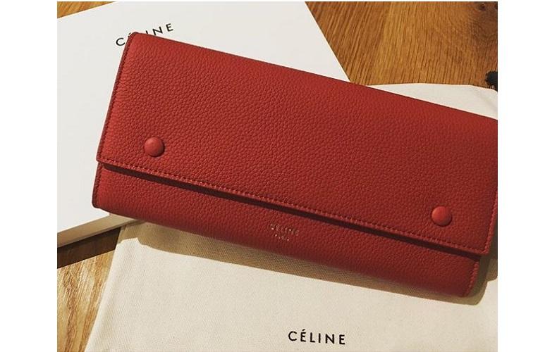 「セリーヌ」の赤い長財布