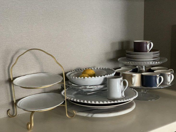 ■おしゃれな雑貨や食器類はあえて「見せる」収納