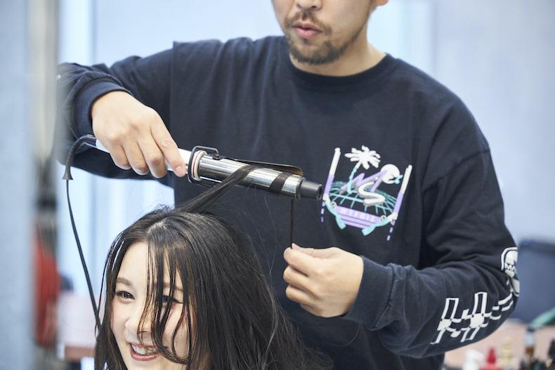 軽やかな外巻きヘア