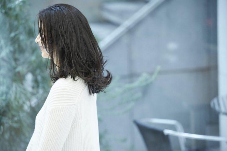 ストレート黒髪ミディアムの巻きスタイル