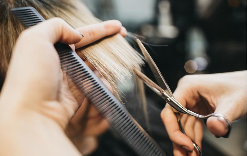 髪切りたいけど切れない対処法方法自分で切るセルフカットアレンジするヘアアレンジ
