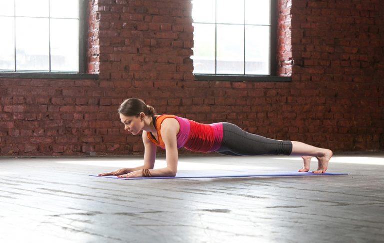 ■姿勢がよくなる効果も◎腹筋を鍛える「プランク」