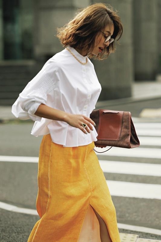 【3】白シャツ×黄色スカート