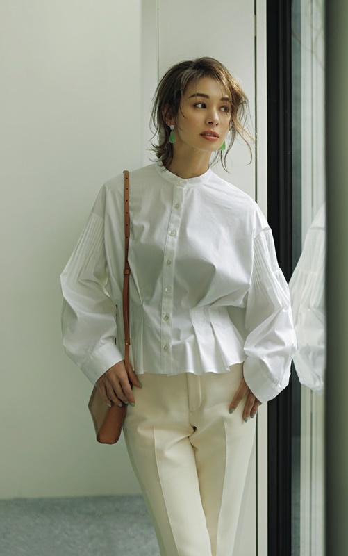 【4】白のドレスシャツ×白パンツ